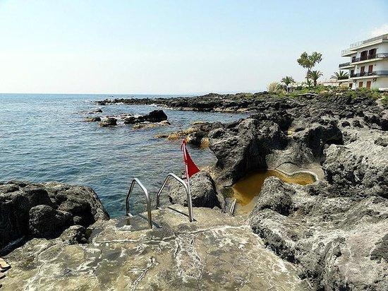 arathena rocks giardini naxos