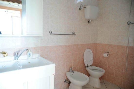 Casa Vacanze Poggio delle Rose : Bagno appartamento Gelsomino