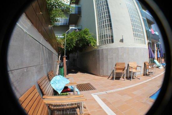 Hotel Mare Nostrum: проход между бассейнами