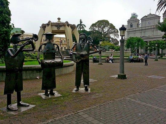Central Park (Parque Central): Скульптуры на площади