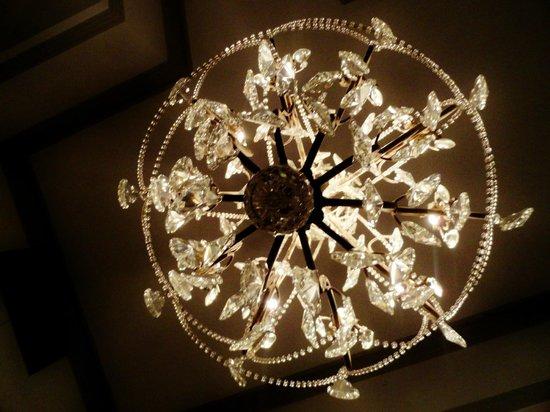 Art Hotel Deco: Chandelier (view from under)