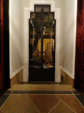 Art Hotel Deco: Entrance Door