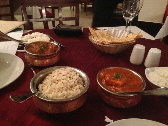 Thava Indian Restaurant : Panneer & Rice & Garlic Nan