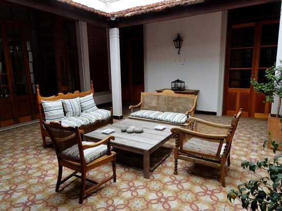 Art Hotel Deco : Patio