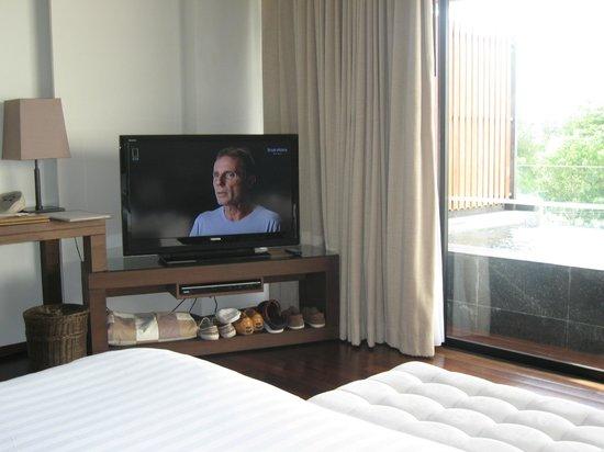 Cape Nidhra Hotel: TV Ecke