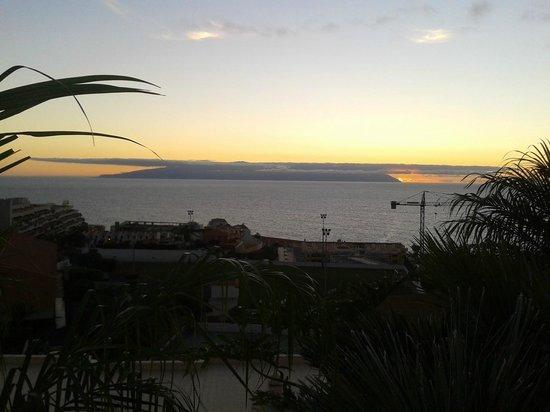 Be Live Family Costa los Gigantes: vista ddesde habitación, La Gomera, anochecer