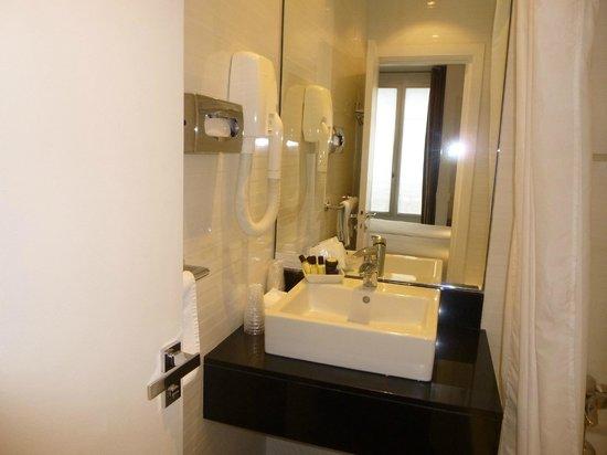 Elysees Ceramic Hotel : lavabo
