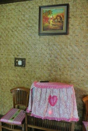 Yoschi's Hotel in Mountain Bromo : Interieur van de kamer