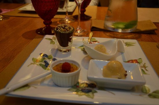 Earlton, Nova York: Deserts - duck egg creme...I died!