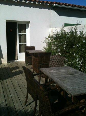 La Villa Passagere Hotel : terrasse du petit déjeuner