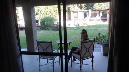 Lares De Chacras: porta janela de acesso a piscina