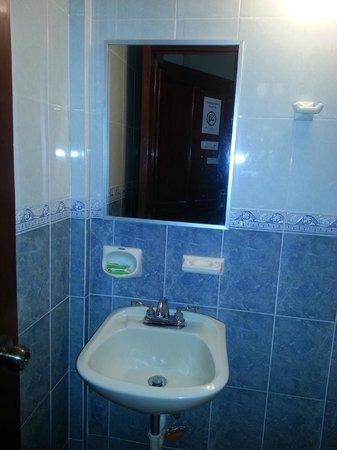 Hotel San Remo: Ванная