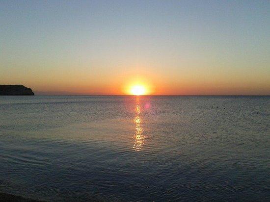 Kolymbia Beach Hotel : L'alba presso la spiaggia del kolimbia beach L'alba al kolimbia beach   L'alba al kolimbia b