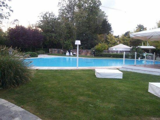 Piscina esterna foto di villa italia padova tripadvisor - Villa italia piscina ...