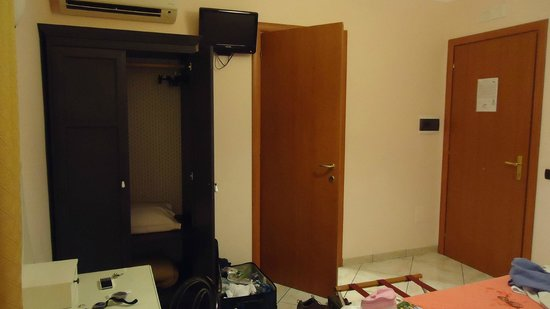 Hotel Diana Pompei: Room