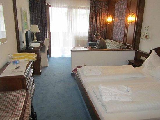 Hotel St. Peter De Luxe: Blick in das Zimmer