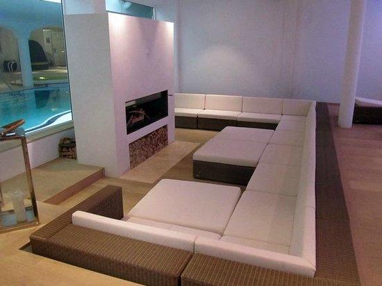 Hotel St. Peter De Luxe: Sitzecke im Ruhepool mit Kamin