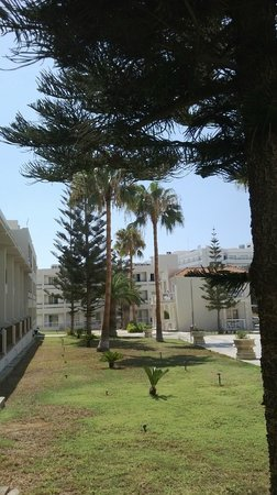New Famagusta Hotel : внутренний двор