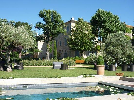 Domaine de Malaric : The pool & garden