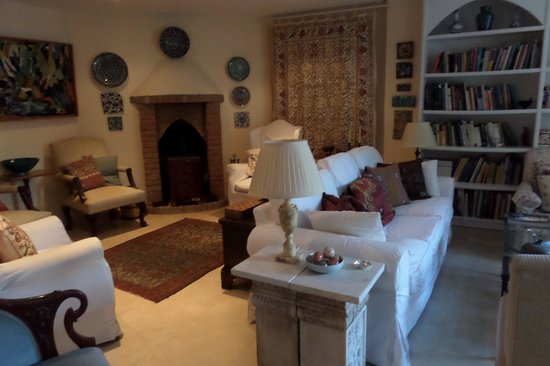 The Muses House Boutique Hotel: Living room in the house