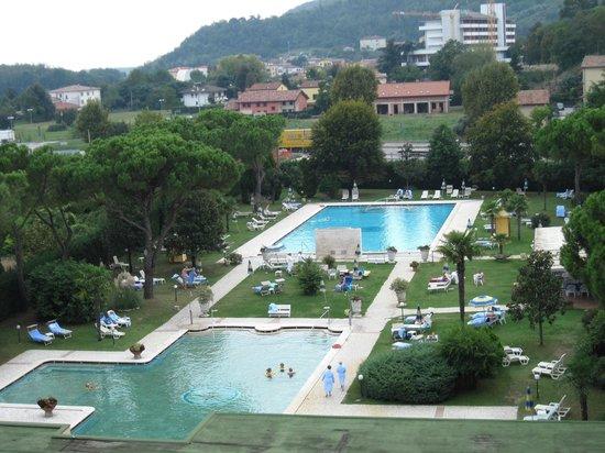 Best Western Hotel Terme Imperial: Blick vom 4. Stock Ost auf die Becken