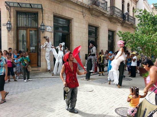 Carnival celebration in Plaza Vieja (77519800)