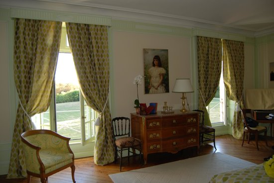 Chateau de Sarceaux : L'Etang Suite