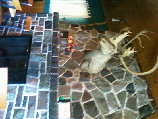Cascade Lodge Restaurant: Huge fireplace with moose head-sorry sideways