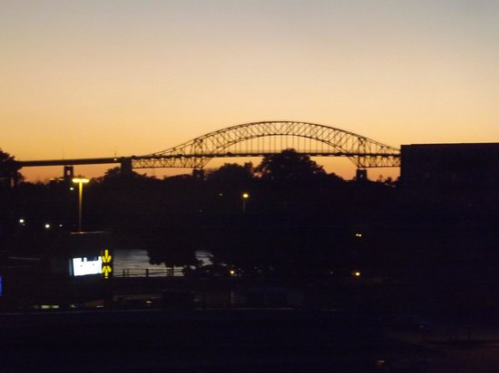 Quality Inn & Suites Bay Front: Sunset view of the International Bridge from our room.