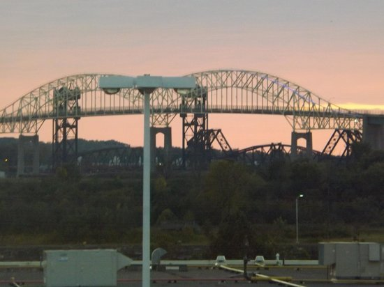 Quality Inn & Suites Bay Front : Another view of the International Bridge from our room.