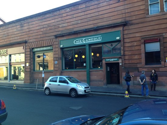 Cafe Gandolfi : front view in sunshine