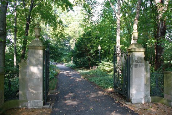 Indianapolis Museum of Art: Trail to the Lilly Family Estate