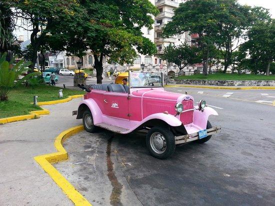 Private taxi at Hotel Nacional de Cuba