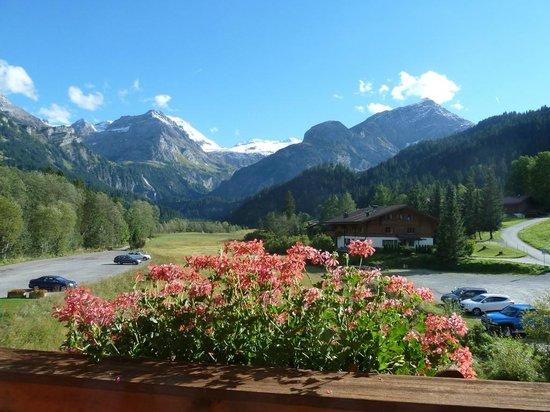 Lauenen, İsviçre: Blick vom Zimmer aus