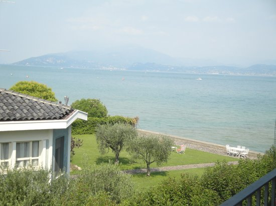 Residence Casa dei Pescatori: view from side balcony