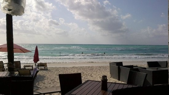 Wicky's : outdoor dining view 2