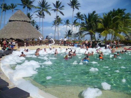 Now Larimar Punta Cana: Pool foam party