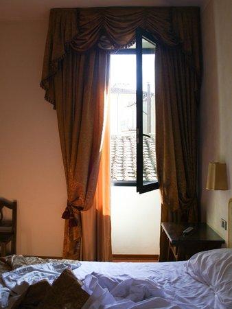 Hotel Machiavelli Palace : ventanal de la habitación