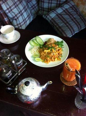 pad thai is awesome - Picture of Green Ginger, Canggu - TripAdvisor