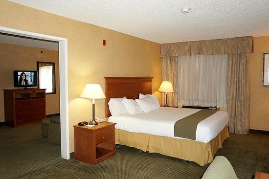 Holiday Inn Express Colton : 1 Bedroom Suite with Jetted Spa