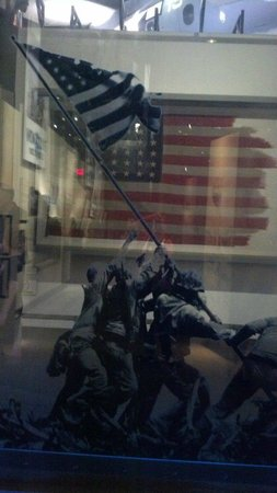 National Museum of the Marine Corps: tribute to Iwo Jima