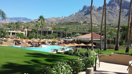 Hilton Tucson El Conquistador Golf & Tennis Resort: Main pool, main hotel building with awesome backdrop