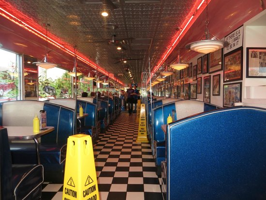 Mel's Classic Diner: Feels like a real 1950's diner
