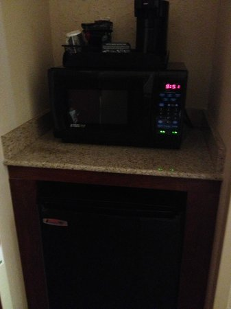 Holiday Inn Richmond South-Bells Road: Microwave/refrigerator