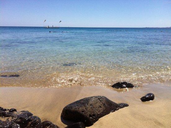 Gran Castillo Tagoro Family & Fun Playa Blanca: PLAYA CERCA DEL HOTEL