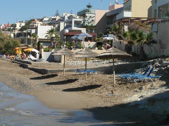 Delfini Hotel : Beach nearby
