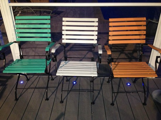 Novotel Narbonne Sud: I had to rearange these chairs at patio area, being Irish