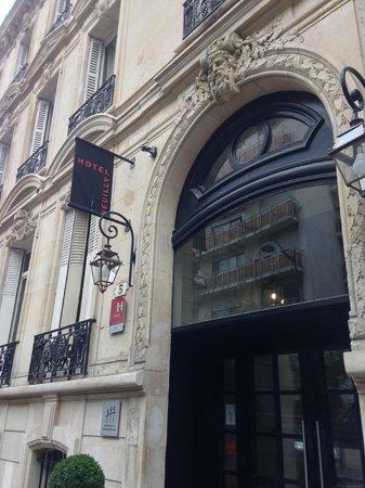 Jardin de Neuilly : Front of hotel