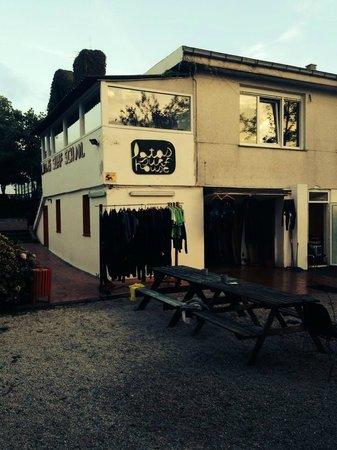 Latas Surf House: Ankleide und Office