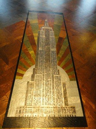 Empire State Building: ビル室内の床にはめ込んであったデザイン画